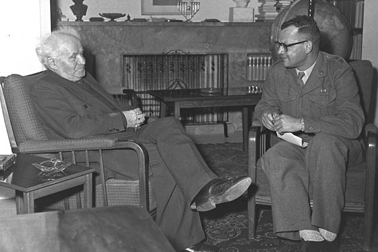 David Ben Gurion als Premierminister im Jahr 1957. (© GPO)