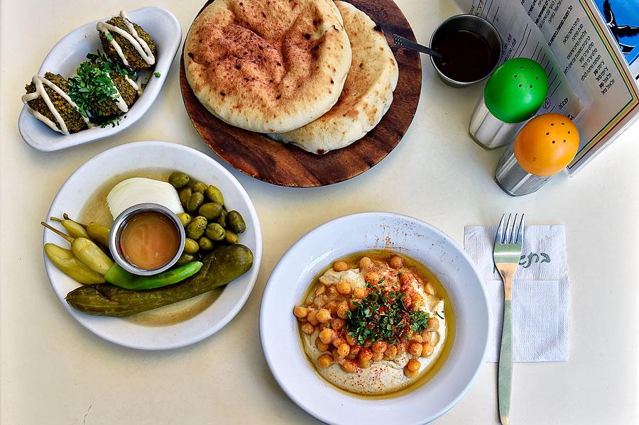 Perfektes Hummus-Gericht im Restaurant Abu Dabi in Tel Aviv