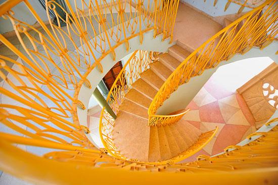 Kibbutz Neot Semadar, kunstvolles Treppenhaus. (© Matthias Hinrichsen)