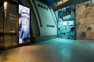 Im Inneren des neuen Museums auf dem Ammunition Hill in Jerusalem. (© IMOT)