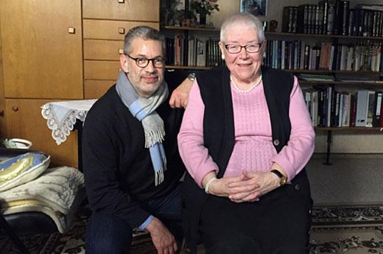 Richard C. Schneider (ARD-Korrespondent, Fernsehstudio Tel Aviv) und Christel Evenari Eckern (Aktion Sühnezeichen)