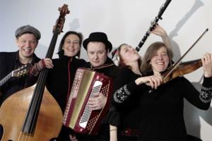 Die Klezmer-Band Mischpoke gastiert in Berlin. (© Christine Rambow)