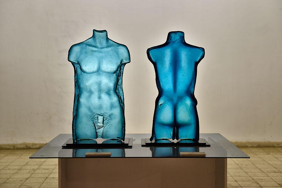 """""""Mann und Frau"""" im Glasmuseum Arad. (© Matthias Hinrichsen)"""