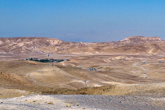 Mitten in der Wüste liegt Kfar Hanokdim. (© Matthias Hinrichsen)