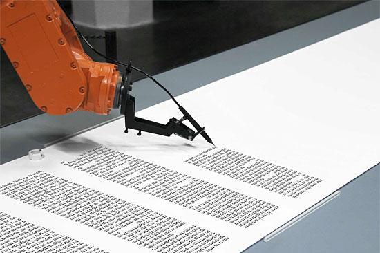 Bios-Roboter schreibt den Tora-Text, Deutschland 2015. (© robotlab/JMB)