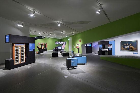 """Blick in die Ausstellung """"A wie Jüdisch""""; Jüdisches Museum Berlin, Foto: Yves Sucksdorff"""
