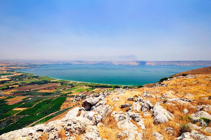 Der Ausblick von den Arbelklippen auf den See Genezareth. (© Matthias Hinrichsen)