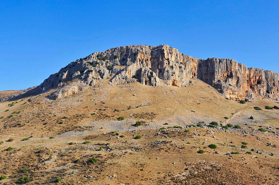 Mehr als 50 Meter erheben sich die Klippen des Arbels. (© Matthias Hinrichsen)