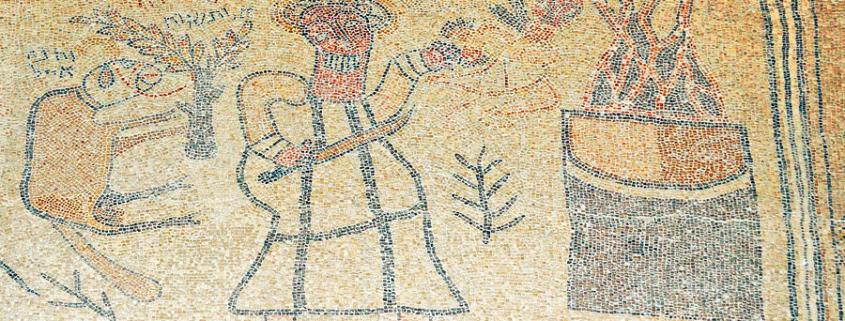 Bet Alpha: Das Mosaik zeigt, wie Abraham seinen Sohn opfern Isaak opfern will. Das zentrale Mosaik in Bet Alpha. (© Matthias Hinrichsen)