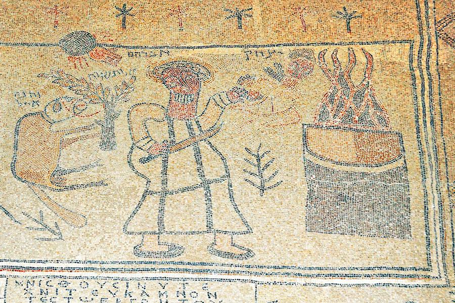 Bet Alpha: Das Mosaik zeigt, wie Abraham seinen Sohn Isaak opfern will. (© Matthias Hinrichsen)