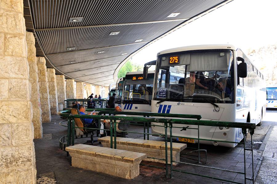 In Ost-Jerusalem gibt es drei Busbahnhöfe, jeweils für Abfahrten in unterschiedliche Richtungen. (© Matthias Hinrichsen)