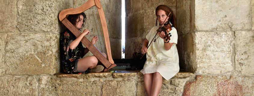 Zwei Musikerinnen spielen Hava Nagila. © Matthias Hinrichsen)