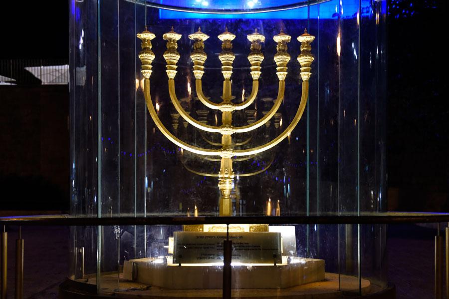 Goldene Menora in Jerusalem. (© Matthias Hinrichsen)
