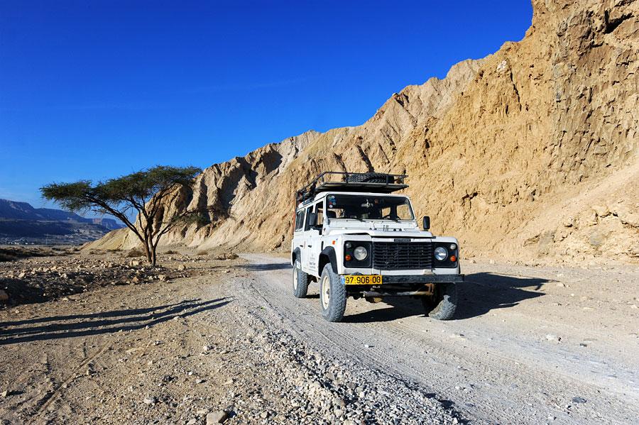 Eine Wüstenerkundung mit Jeep und Beduinen ist sehr lehrreich und ein kleines Abenteuer. (© Matthias Hinrichsen)
