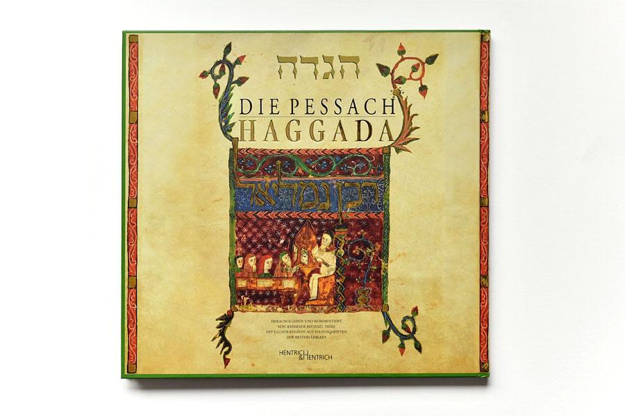 In der Haggada steht der genaue Ablauf des Sederabends. (Foto: Matthias Hinrichsen, Buch: Die Pessach Hagada, Verlag Hentrich & Hentrich)