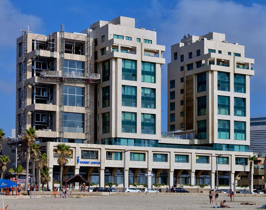Tourist-Information von Tel Aviv direkt in Strandnähe. (© Matthias Hinrichsen)