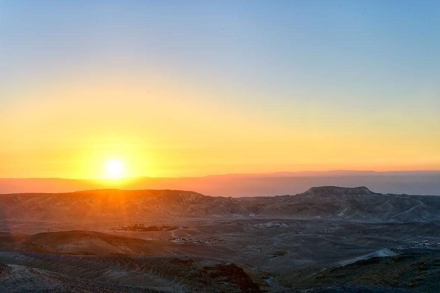 Sonnenaufgang über der Wüste bei Kfar Hanokdim. (© Matthias Hinrichsen)