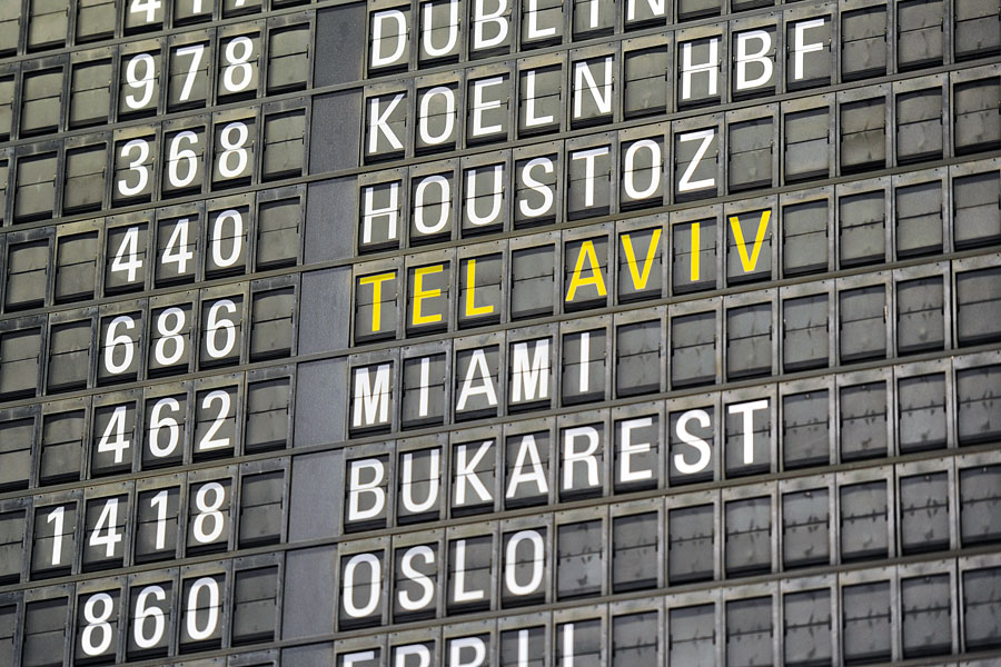 In jedem Flughafen zeigen Anzeigentafeln die Reiseziele. (© Matthias Hinrichsen)