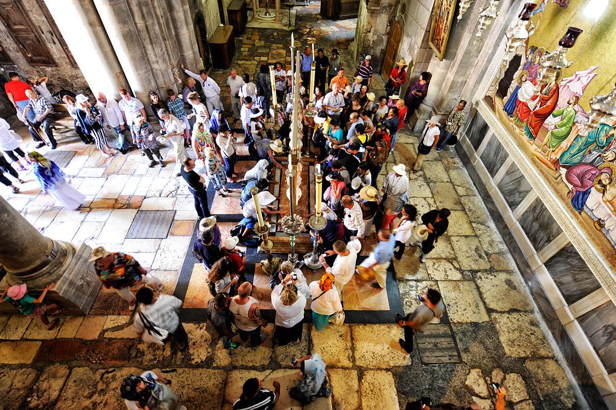 Salbungsstein in der Grabeskirche Jerusalem