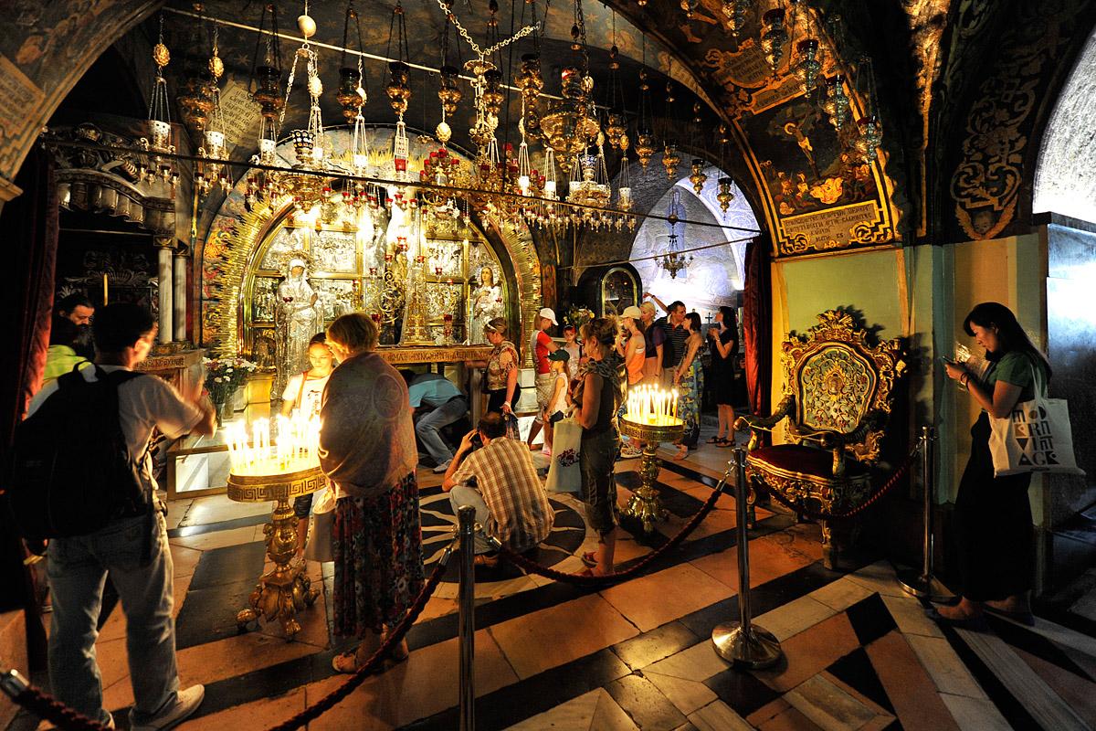 Grabeskirche Kreuzannagelungsaltar
