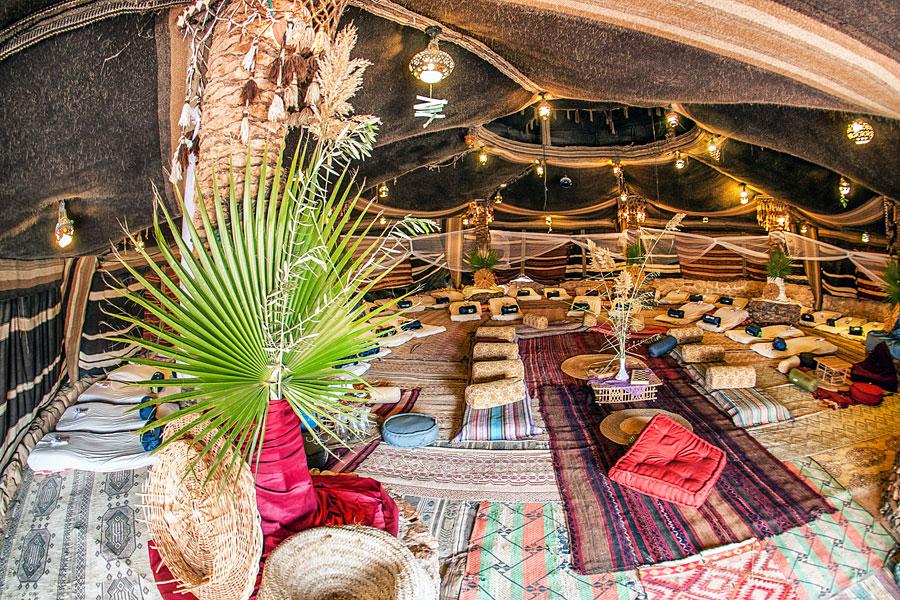Wie bei den Beduinen: Übernachten im Großzelt. Wüstencamp Kfar Hanokdim. (© Joni Gritzner)