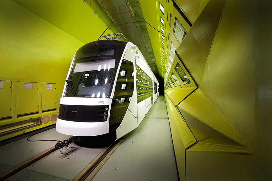 Der Siemens Avenio im Hitzetest für einen Wüstenstaat. (© Siemens)