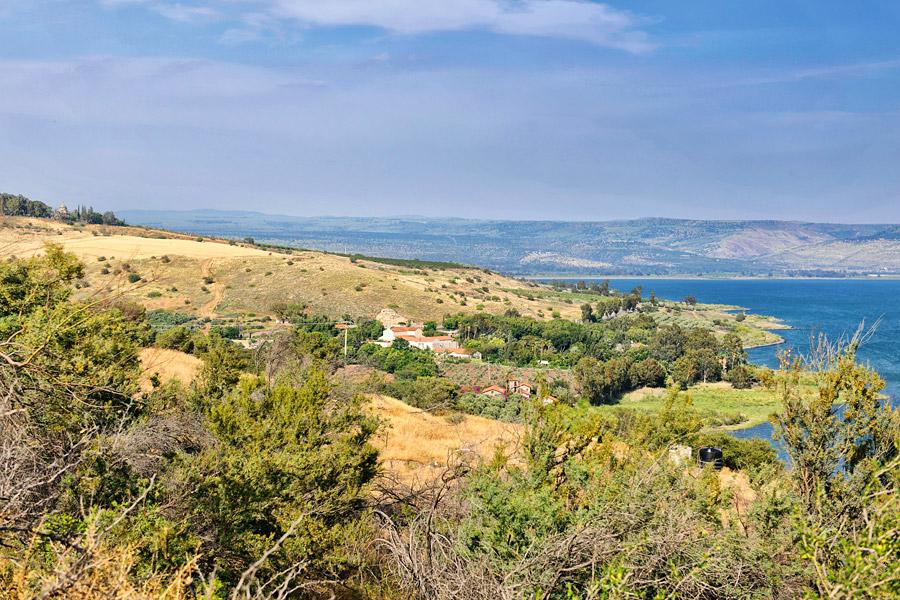 Tabgha Siebenquell vom Tel Kinneret aus gesehen.