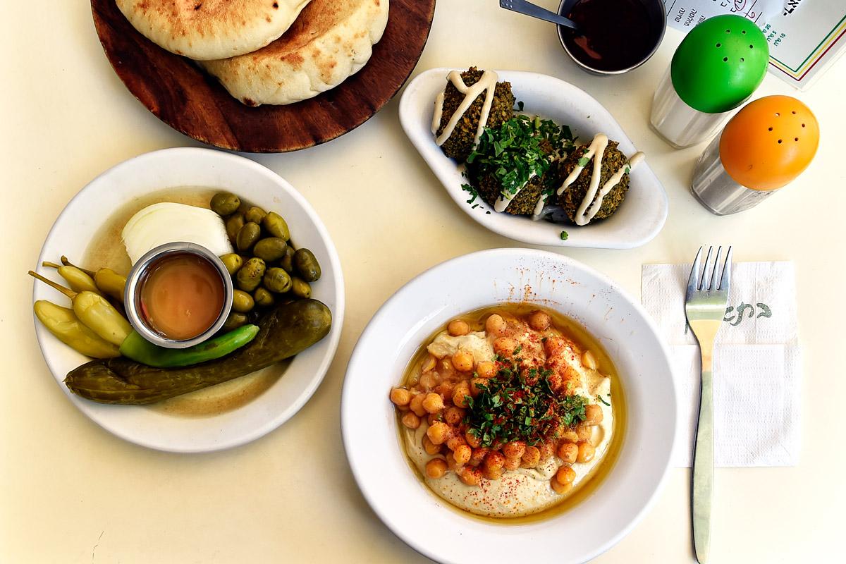 Hummus und Falafel in Tel Aviv.