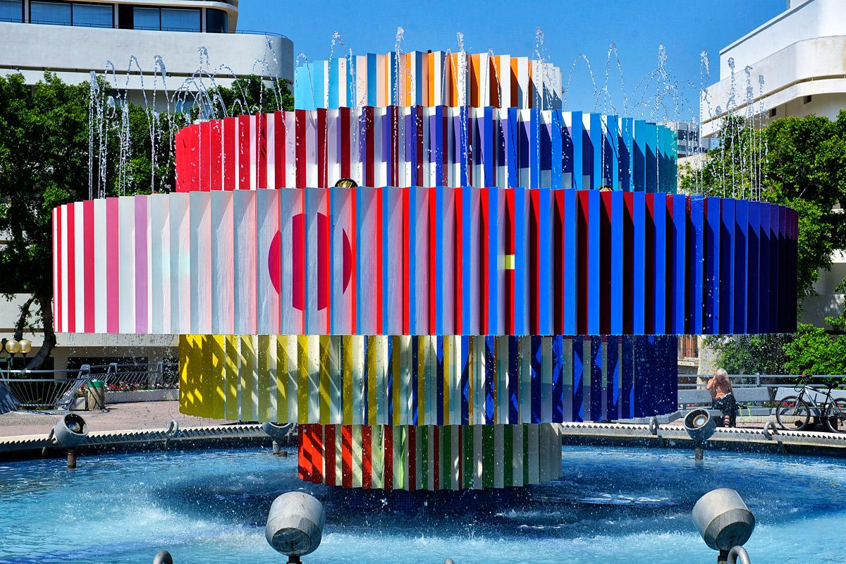 """Brunnen """"Fire and Ice"""" in Tel Aviv."""