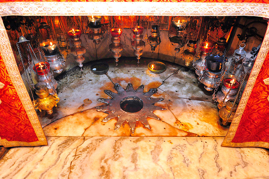 14-zackiger Stern in der Geburtskirche Bethlehem