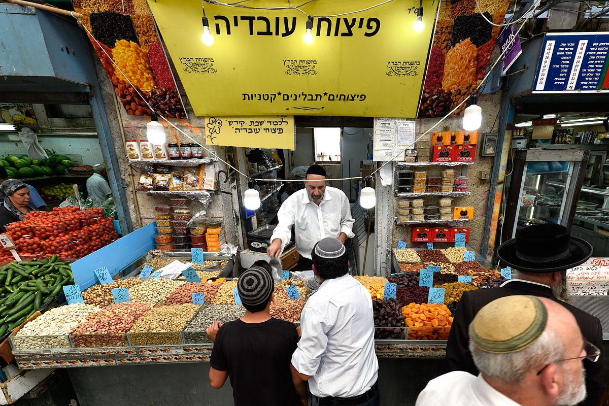 Nüsse und Trockenfrüchte auf dem Mahane Yehuda Markt in Jerusalem.