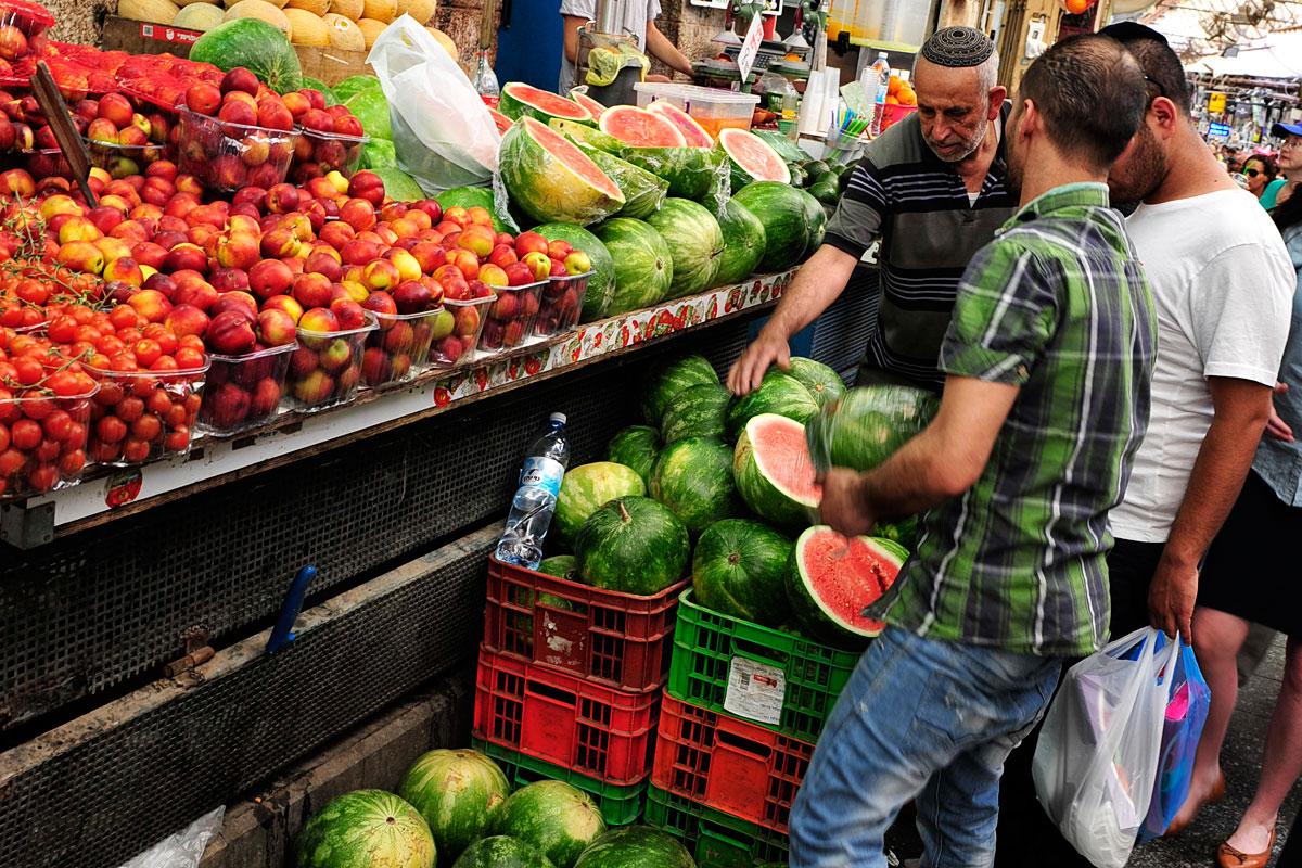 Frisches Obst und Gemüse auf dem Mahane Yehuda in Jerusalem.