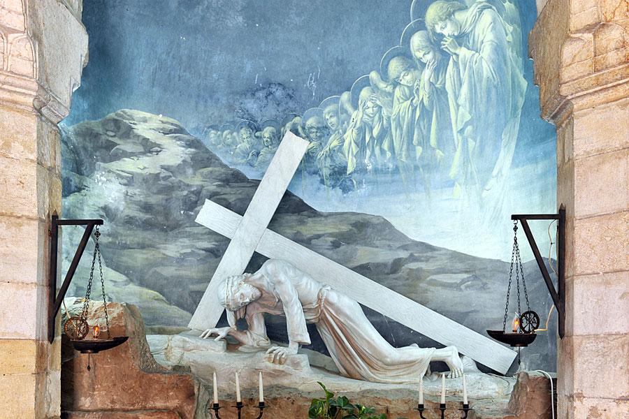 Jesus fällt zum ersten Mal, Station 3 Via Dolorosaa. (© Matthias Hinrichsen)