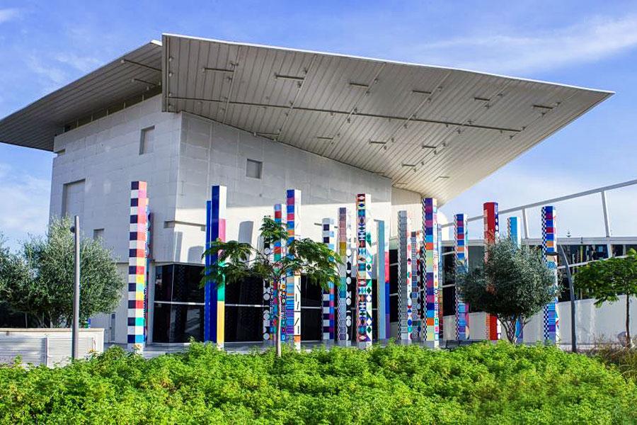 Außenansicht des Yacoov Agam Museums.