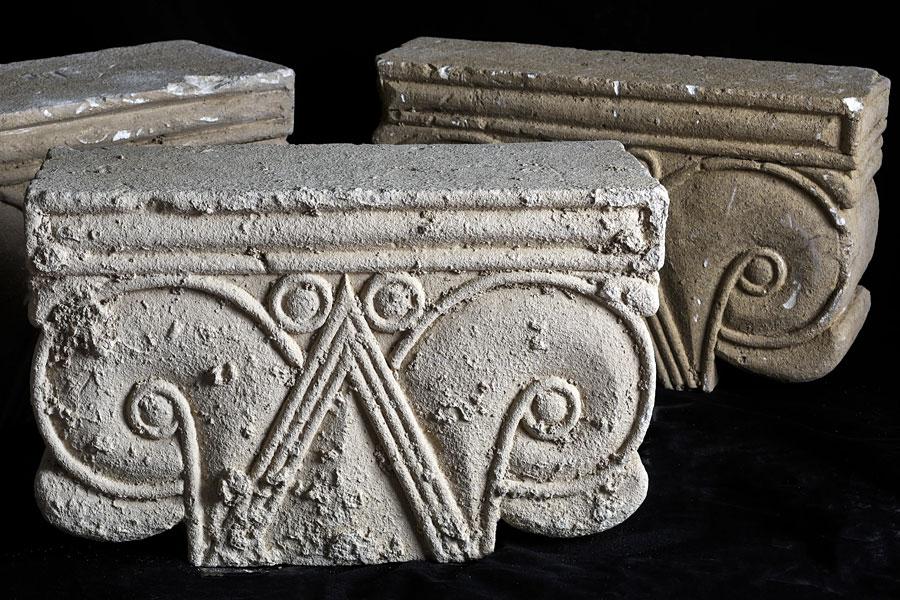 Die drei mächtigen antiken Kapitelle in Jerusalem