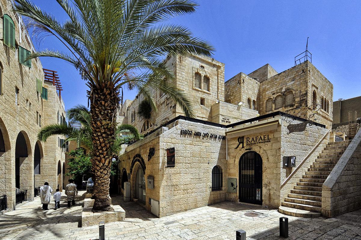 Juden auf dem Weg zum Gebet an die Klagemauer.
