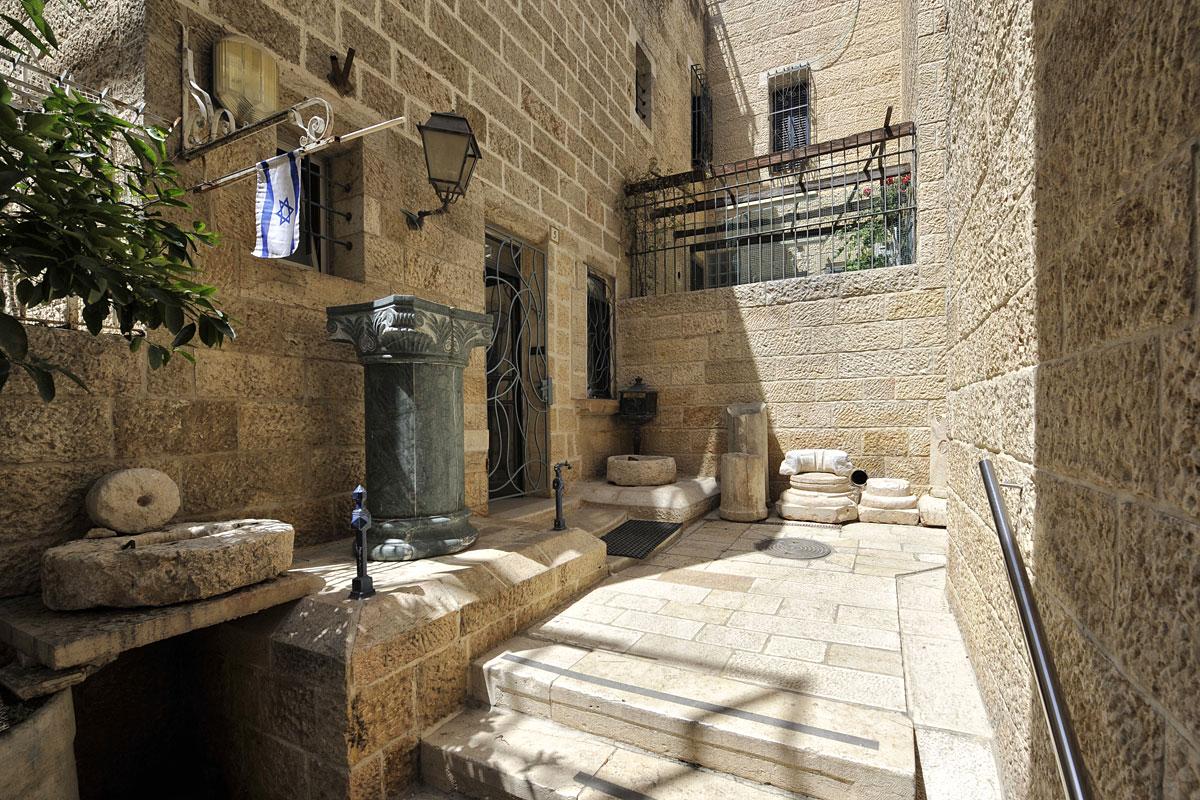 Einladender Hauseingang im jüdischen Viertel.