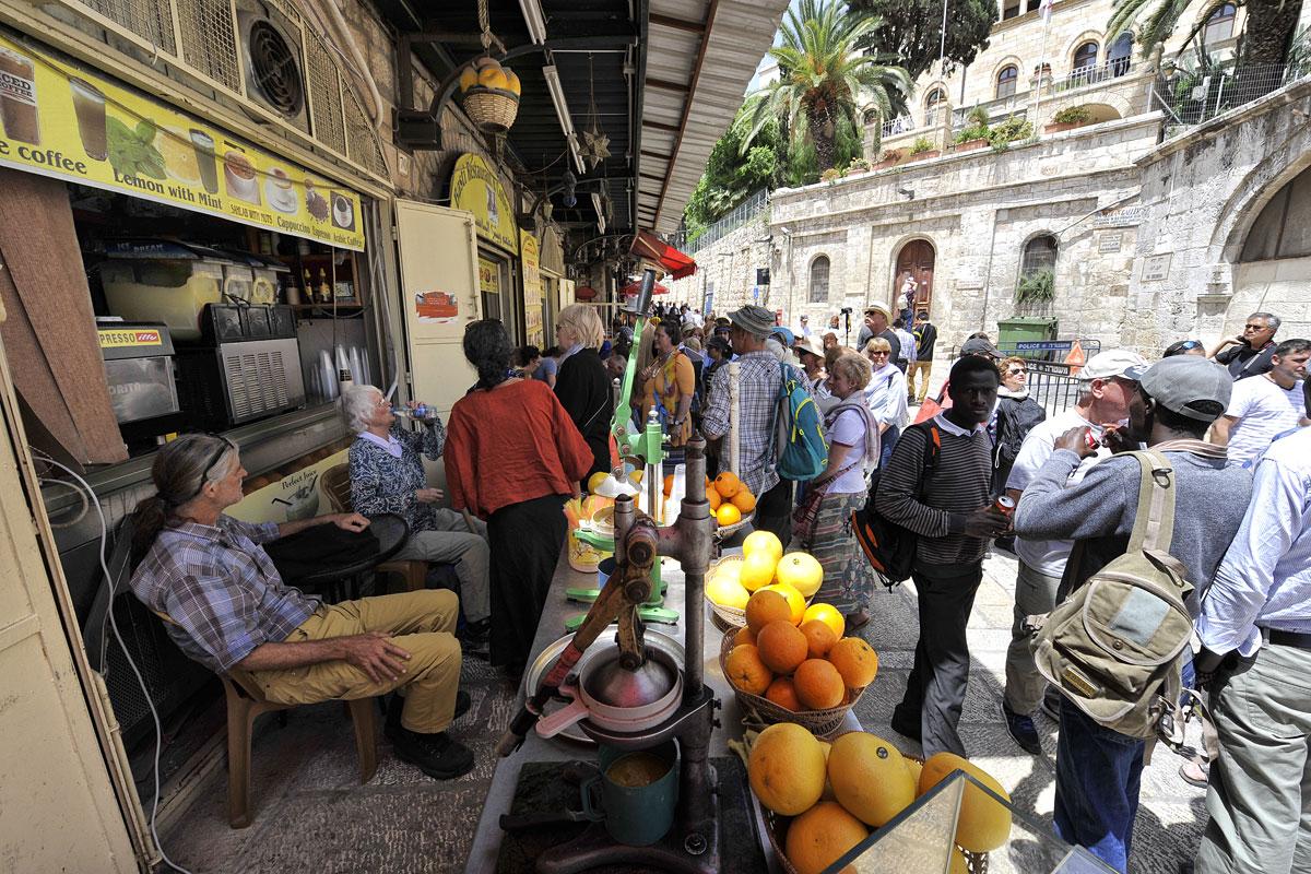 Saft-Verkäufer in muslimischer Altstadt Jerusalem