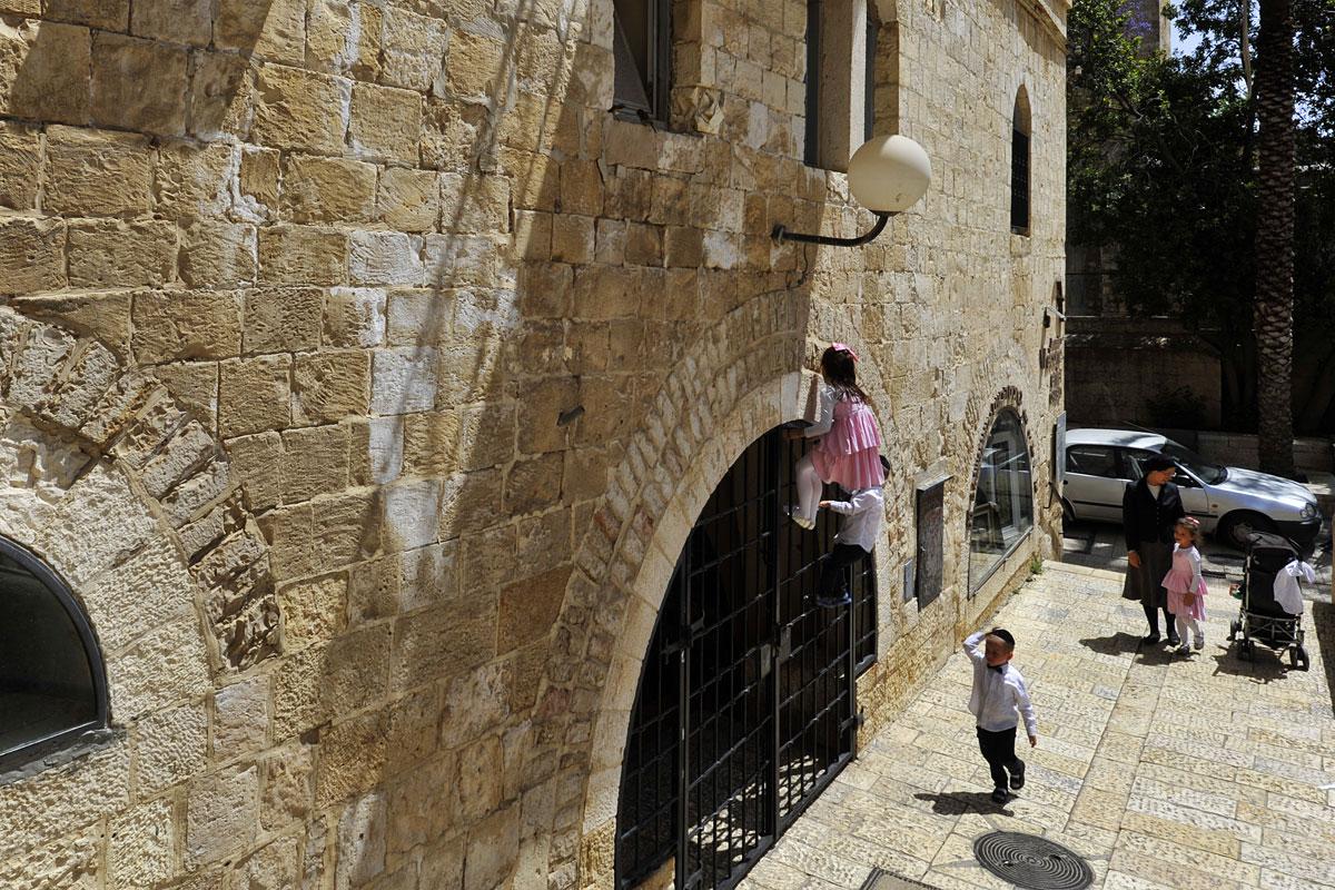 Jüdische Kinder am Schabbat.