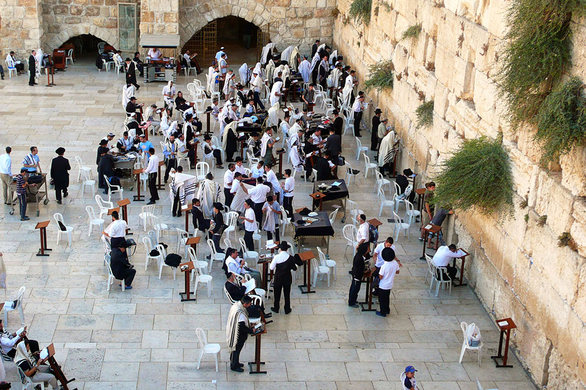 Betende Juden an der Klagemauer.