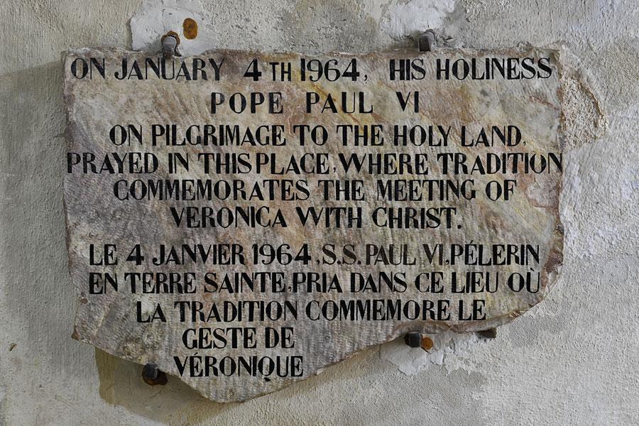 Erinnerungstafel an den Besuch Pabst Pauls VI