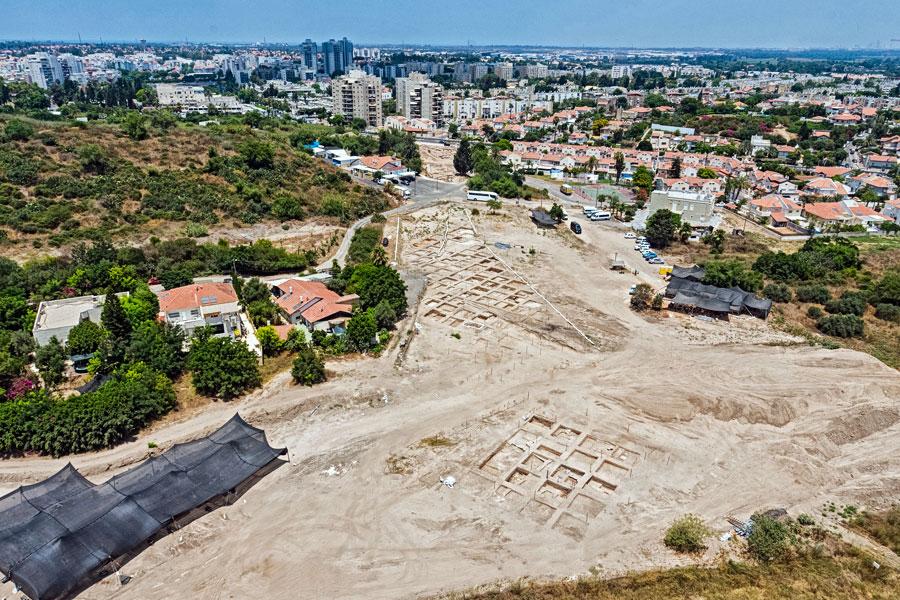 Das Ausgrabungsgelände liegt unmittelbar beim heutigen Yavne.
