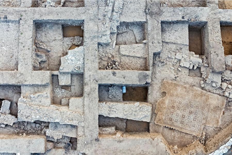 Die Lage des Mosaikbodens innerhalb der architektonischen Umgebung.