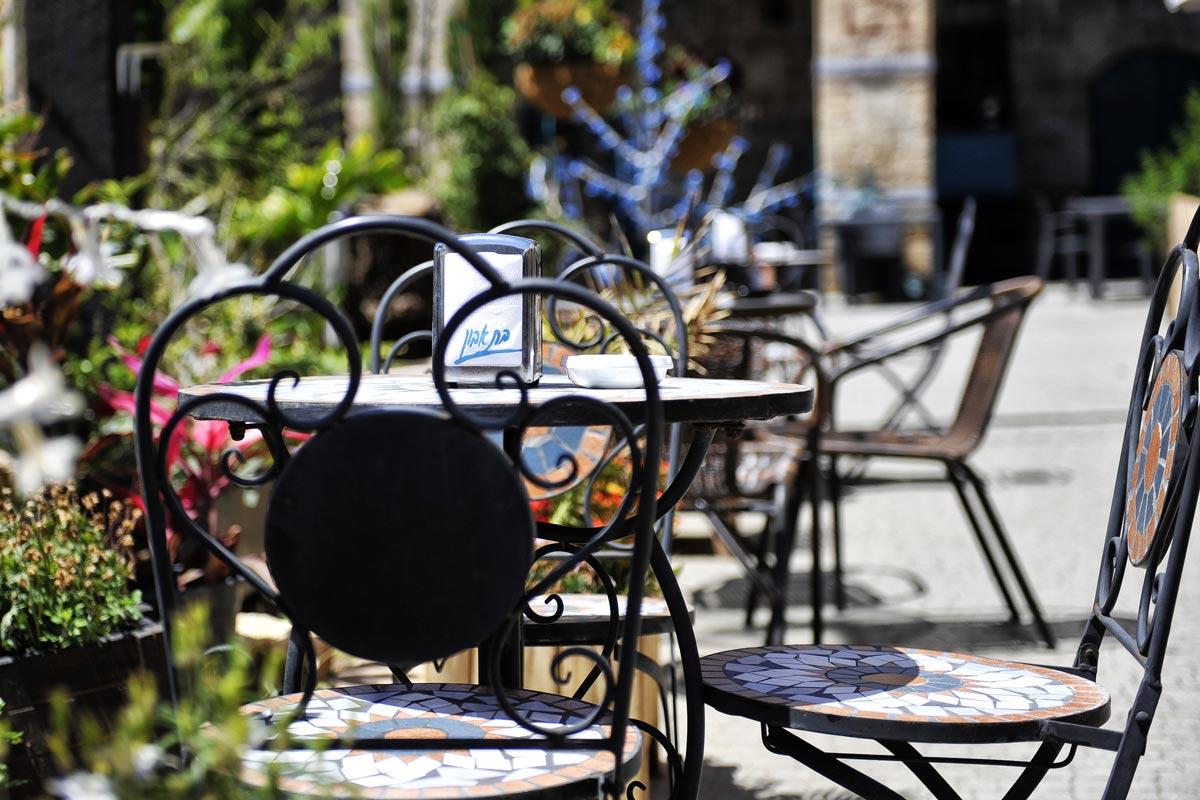 Café-Stilleben in der Altstadt.