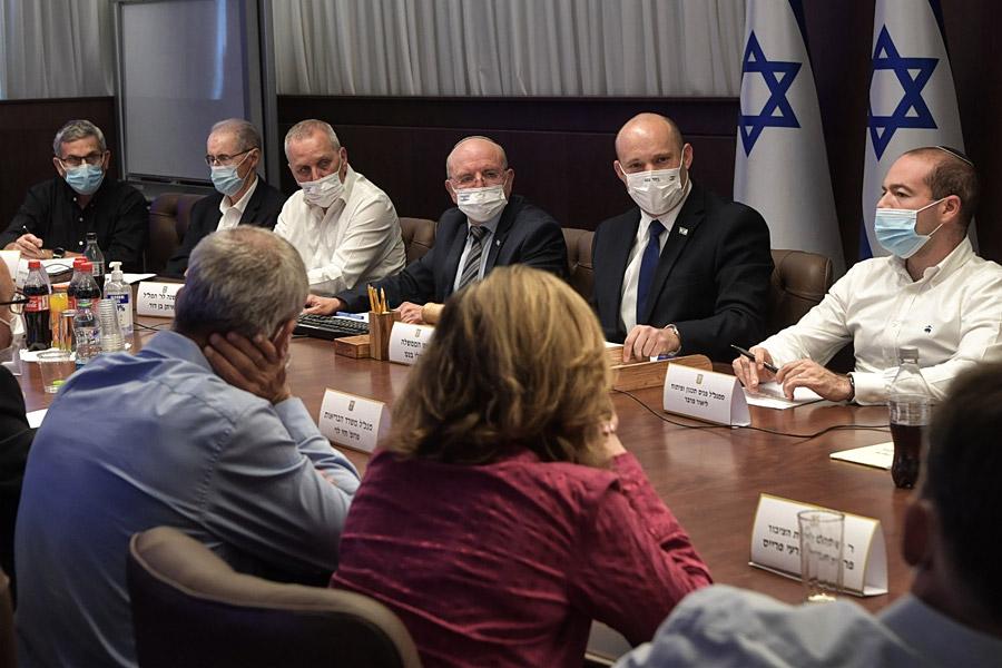 Premierminister Naftali Bennett in Beratungen zur Eindämmung des Coronavirus.