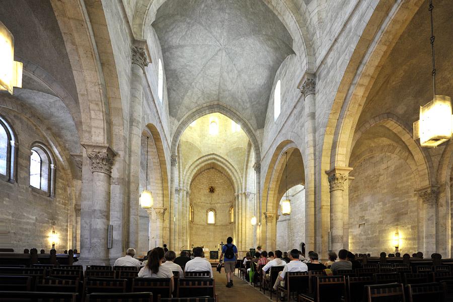 Der Kirchenraum der Erlöserkirche in Jerusalem