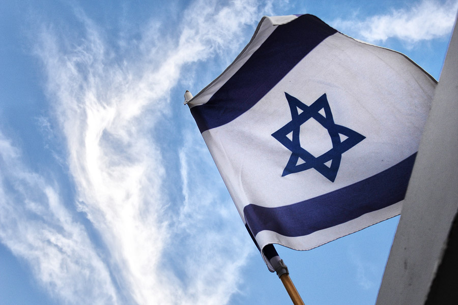 Davidstern in der Nationalflagge Israels.