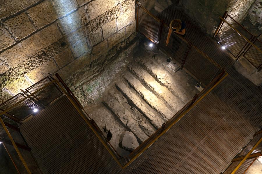 Stufenbecken bei Prachtbau.